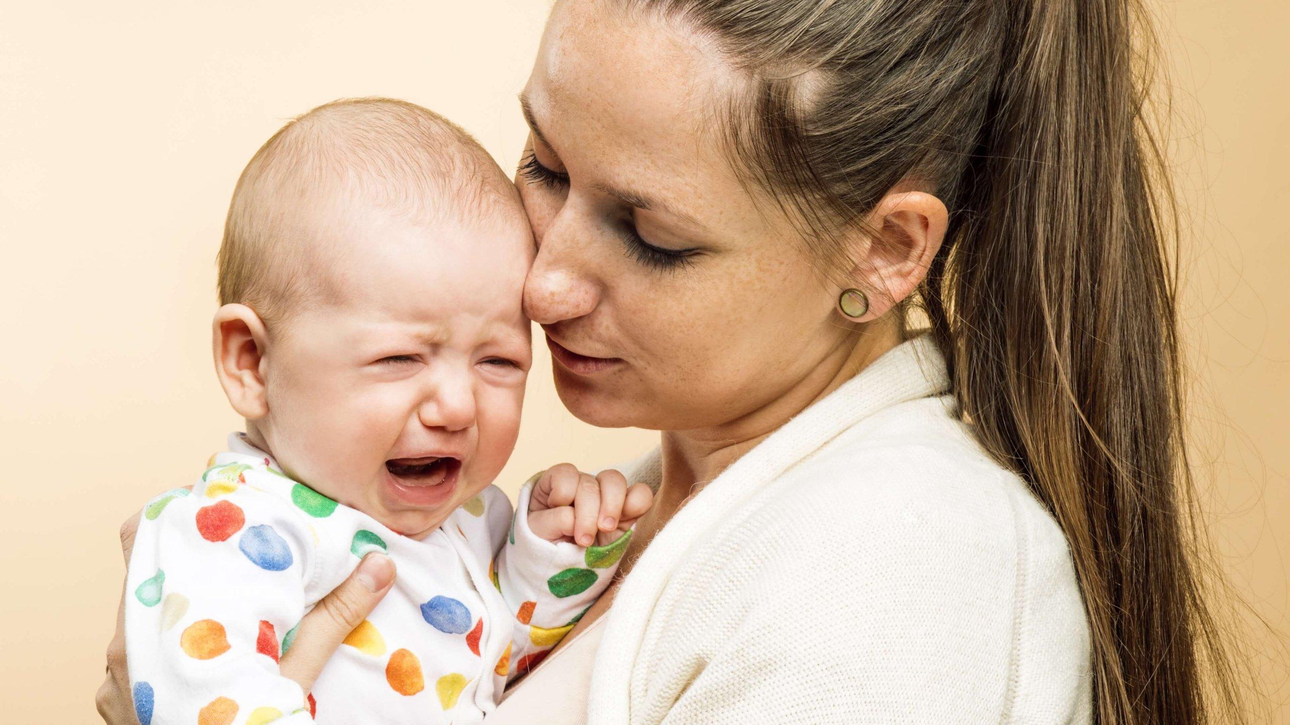 como eliminar los colicos de mi bebe