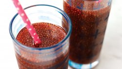How to Make Your Own Chia Seed Drink by Mama Natural